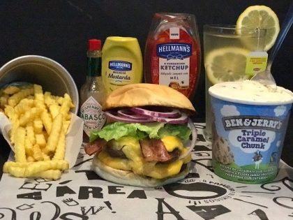 Combo R$ 25: Burger Tradicional + Drink de Chá Lipton + Batata McCain