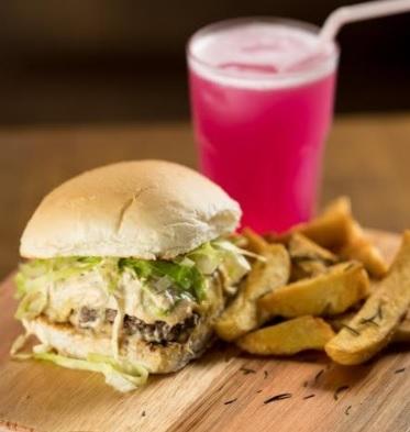 Lanche + Refrigerante ou Pink Limonade 350ml + Batata ou Onion Rings por apenas R$ 25