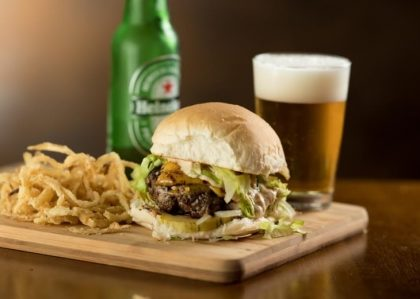Qualquer Hambúrguer + Cerveja + Onion Rings por apenas R$ 30 [18+]