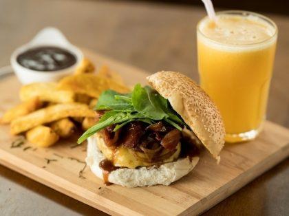 Qualquer Hambúrguer + Suco ou Refrigerante + Porção de Batatas por apenas R$ 30