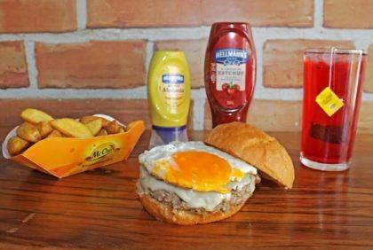 Combo R$ 25: Classic Cheese Burger ou Egg Burger + Drink de Chá Lipton + Batata McCain