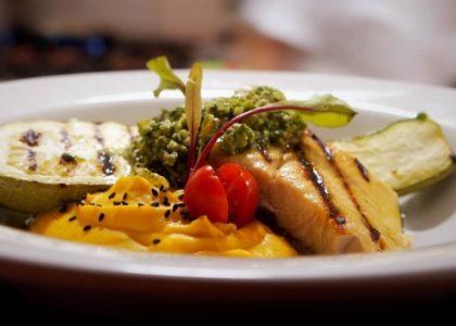 20% OFF: Entrada + Prato Principal + Sobremesa no Almoço e Jantar (sexta a domingo)