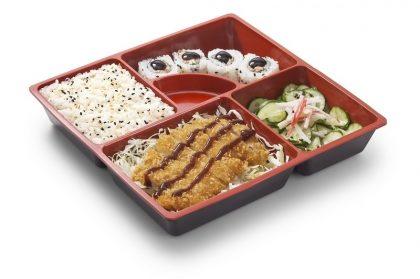 Teishoku Chicken Katsu: Frango Empanado + Arroz Branco + 4 Skin Uramaki + Sunomono com Kani