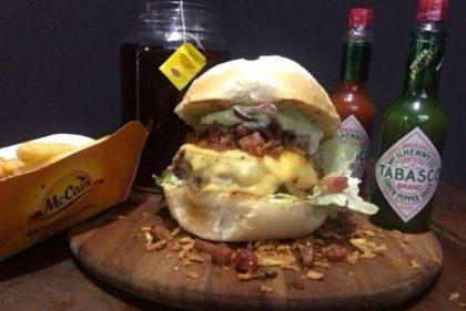 Combo Gigantinho: Giga Barbecue ou Onion Giga Caramel + Batata Rústica + Bebida por R$ 29,90