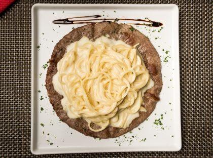 Paillard de Filet Mignon + Espaguete ao Molho Branco por R$25,90