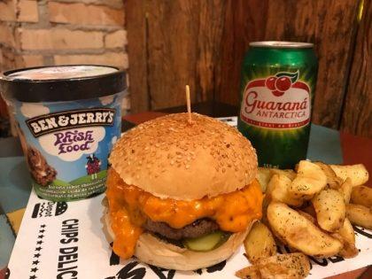 Burger Kills Hunger + Bebida + Porção de Batata 110g + Ben & Jerry's por apenas R$42,00!
