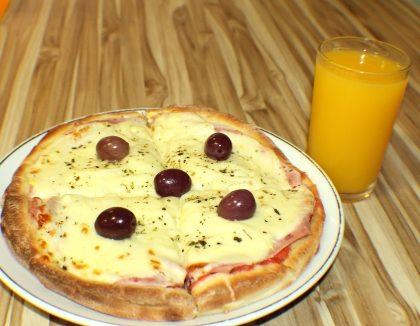Pizza Portuguesa Pequena + Suco de Laranja 300ml por R$24,73!