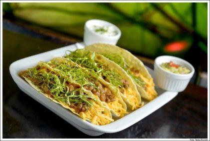 Tacos de la Frontera: 4 tacos crocantes de milho recheado com 40% de desconto