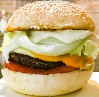 Combo R$40: Veggie Burger Vegetus + Chá Gelado Lipton + Batata Crinkle McCain + Ben & Jerry's