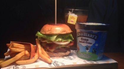 Combo R$40: Burger Tio Sam + Chá Gelado Lipton + Batata McCain + Sorvete Ben & Jerry's