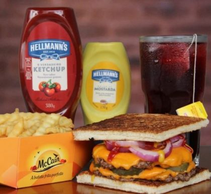 Combo R$30: Burger American Dream + Drink de Chá Lipton + Batata Crinkle McCain
