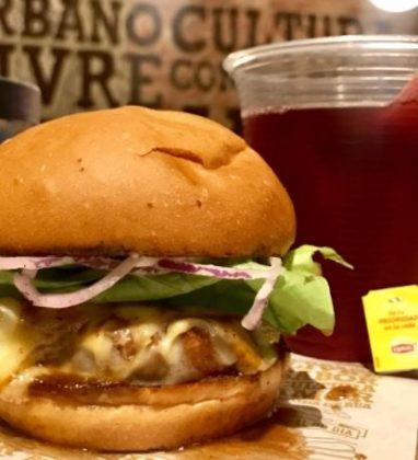 Combo R$30: Burger Veggie com Bonduelle + Batata Crinkle Cut McCain + Chá Gelado Lipton Frutas Vermelhas