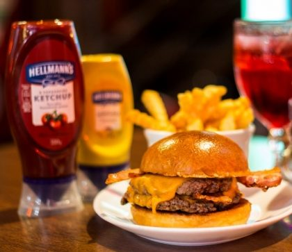 Combo R$30: Burger + Drink de Chá Lipton + Batata McCain Crinkle