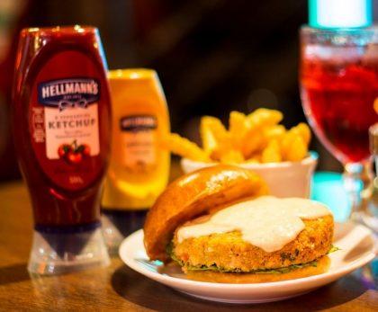 Combo R$30: Burger de Grão de Bico Bonduelle + Drink de Chá Lipton + Batata McCain Crinkle