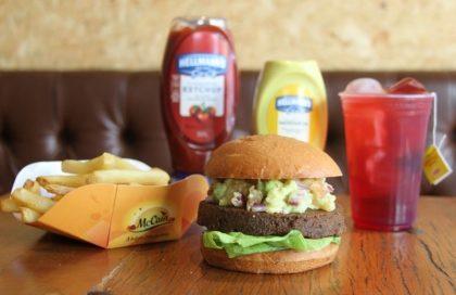 Combo R$30: VG Burger + Drink de Chá Lipton + Batata McCain