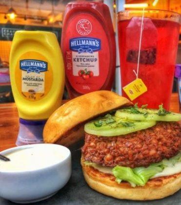 Combo R$30: Veggie Burger de Falafel + Drink de Chá Lipton + Batata McCain