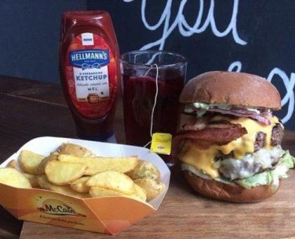 Combo R$30: Giga Barbecue ou Onion Giga Caramel + Drink de Chá Lipton + Batata McCain