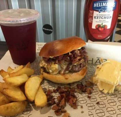 Combo R$30: Qualquer Burger* + Chá Gelado Lipton + Batata McCain