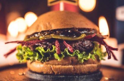 Combo R$30: Burger Vegano Tomate Seco com Bonduelle + Chá Gelado Lipton + Batata McCain