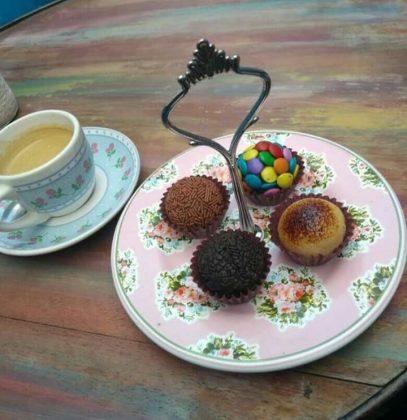 Compre 1 brigadeiro e ganhe 1 café na Malu Brigadeiro