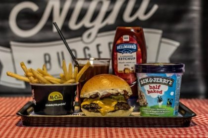 Combo R$40: Hambúrguer + Drink de Chá Lipton + Batata McCain + Sorvete Ben & Jerry's