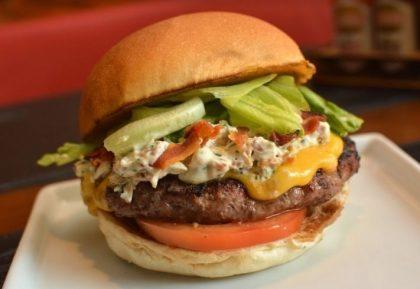 Combo R$30: Burger House Crocante Bacon + Drink de Chá Lipton + Batata McCain