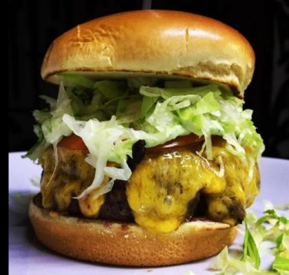 Combo R$40: Qualquer Burger Veggie + Drink de Chá Lipton + Batata McCain + Ben & Jerry's