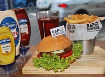 Combo R$30: Burger KL Jay com Bonduelle + Drink de Chá Lipton + Batata McCain
