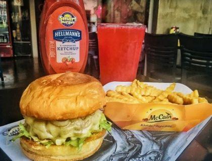 Combo R$30: Qualquer Burger (exceto triplo) + Drink de Chá Lipton + Batata McCain