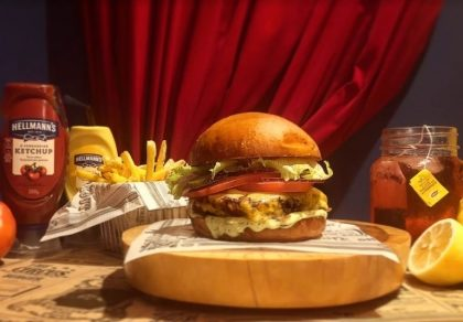 Combo R$30: Veggie Burger + Drink de Chá Lipton + Batata Palito Rústica McCain