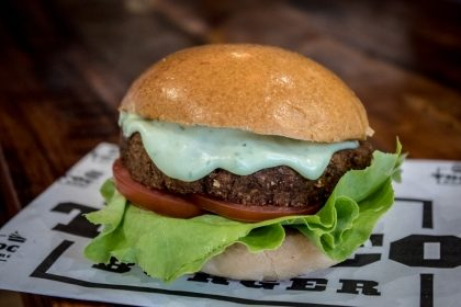 Combo R$40: Burger RAMIN com Bonduelle + Drink de Chá Lipton + Batata McCain + Sorvete Ben & Jerry's