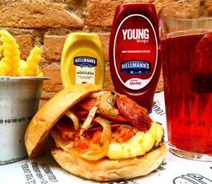 Combo R$30: X Bacon ou Pepperoni Burger + Chá Gelado Lipton + Batata McCain