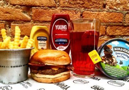 Combo R$40: X Bacon ou Pepperoni Burger + Chá Gelado Lipton + Batata McCain + Ben & Jerry's