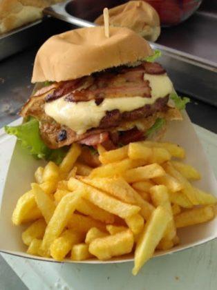 Compre 1 hambúrguer + batata frita e ganhe um refrigerante!