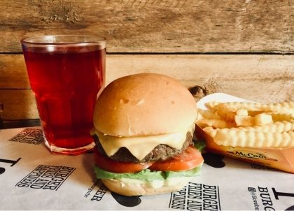 X-Burger Salada + Fritas Individual + Drink de Chá Gelado por R$ 29,50