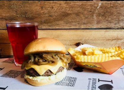 X-Burger Cebola + Fritas Individual + Drink de Chá Gelado por R$ 29,50
