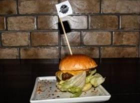 COMBO: Burger Classic Salad + Batata + Chá Refil + Sobremesa por R$ 31,90
