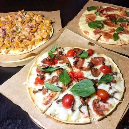 2 Pizzas + 6 Aspiras + 2 Refrigerantes 350ml por R$ 48,00