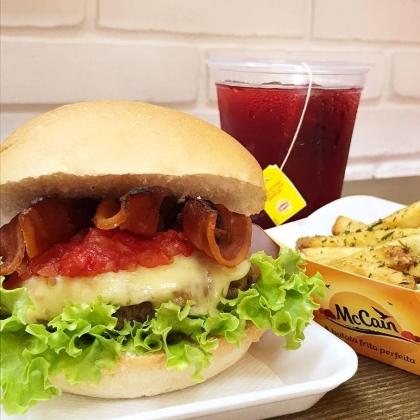 COMBO: Super X Salada Bacon + Fritas + Chá de Frutas Vermelhas por R$ 31,26