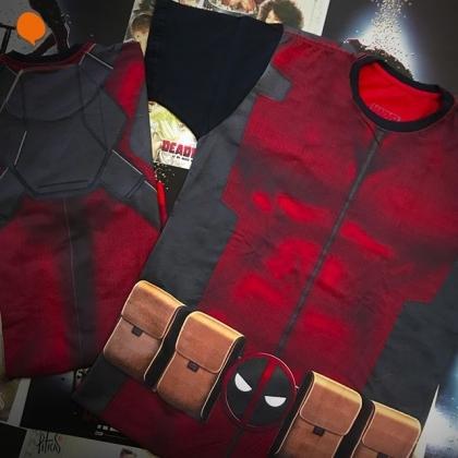 Na compra de duas camisetas, ganhe um poster do Deadpool!