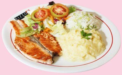 Salmão com Purê de Batata, Salada, Arroz com Brócolis e Bebida por R$ 26,00 (Top Center)