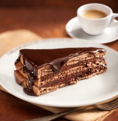 Fatia de Bolo (O melhor bolo de chocolate do mundo) + Café Expresso por R$13,00 (Eldorado)