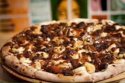 Compre 1 pizza, apresente o cupom e ganhe uma mini pizza de chocolate com banana!