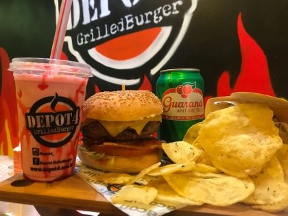 Cheese Salad Bacon + Fritas + Guaraná + Milkshake por R$29,90!