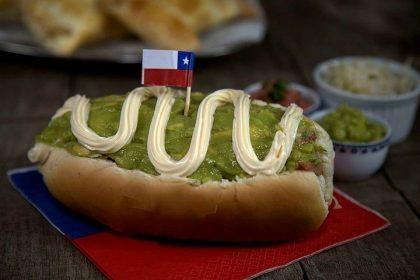 Compre um El Completo Chileno e GANHE qualquer Refri em lata e uma Mini Empanada Doce!