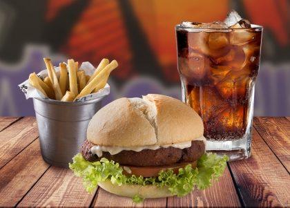 Combo Vegetariano: Lanche Kl Jay + Batata Individual + Refrigerante por R$ 28,00