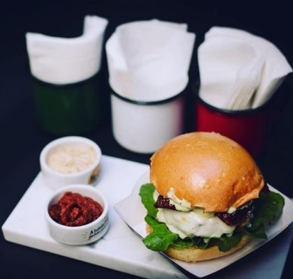 Rosso Burguer Caprese + Batata Chips + Refrigerante por R$29,90!