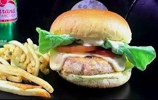 GANHE 1 Burger Caetano Veloso na compra de outro Burger Caetano Veloso