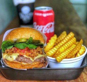 GANHE 1 Cheese Burger do Chef na compra de 1 Special Burger + Fries + Bebida