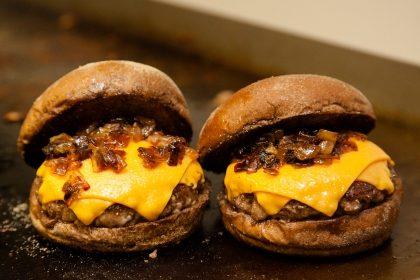 GANHE um Burger na compra de outro do mesmo valor